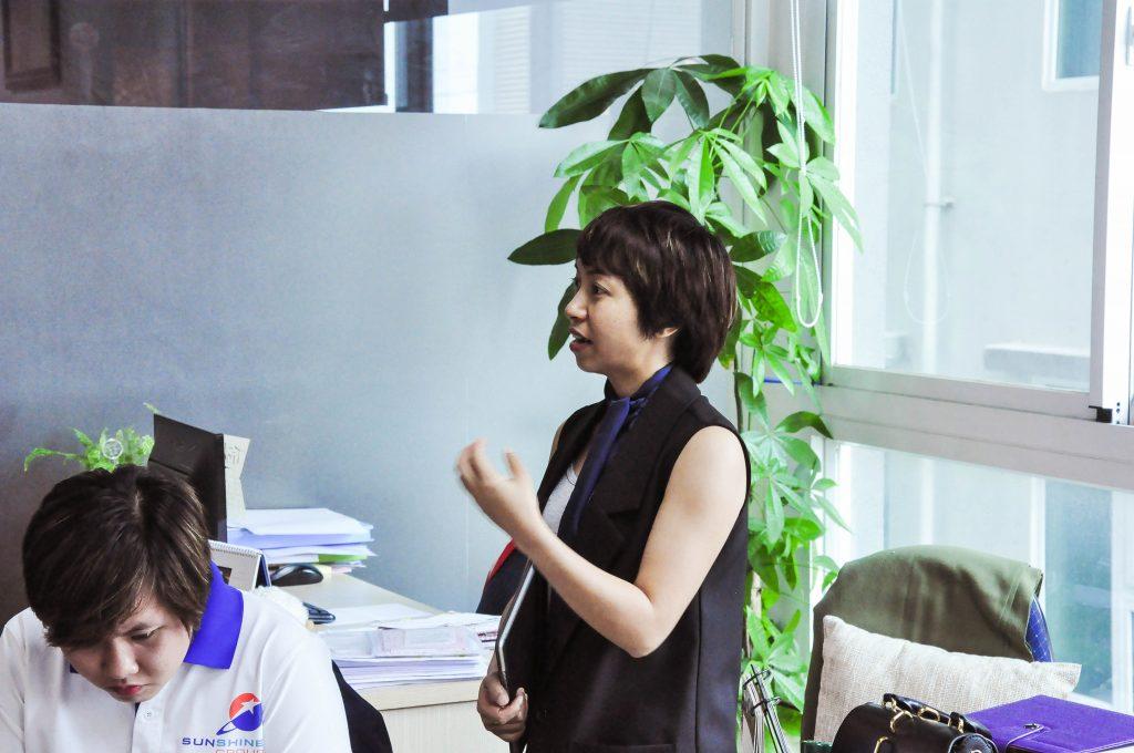 Chuyên viên tư vấn Bamboo Realty  trao đổi tiếp với chủ đầu tư Sunshine Group
